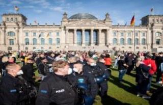 Corona-Demo in Berlin terminated due to violations...