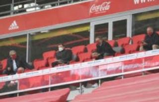 FC Bayern Munich: mask glitch at Rummenigge and Kahn...