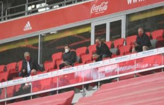FC Bayern: mask-Fail at Rummenigge and Kahn network...