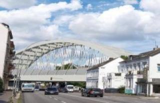 Hamburg: Zoff to star Plan for bridges meeting: Secret...