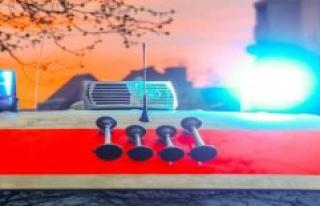 Ludwigsfelde: police vehicle drives in traffic jam:...