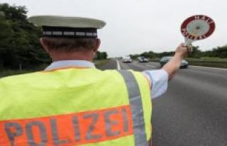State police inspection Saalfeld: Graffiti along the...