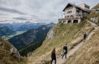 Berchtesgaden/Bavaria: Against Corona-rule: hikers...