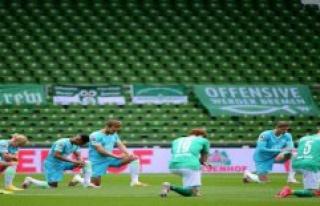 Bremen/Berlin: a Clear edge against racism: Bundesliga...