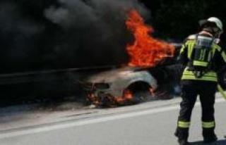 Brunnthal: Audi burns on highway   Brunnthal
