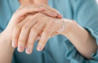 Callback for hand cream: be careful, bacteria-danger!...