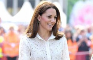 Duchess Kate brings this romantic fashion trend is...