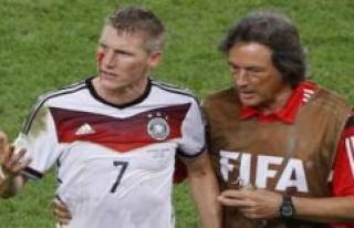 FC Bayern: Uli Hoeness with emotional Schweinsteiger-anecdote...