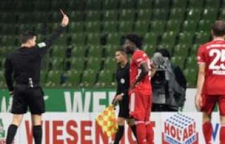 FC Bayern: eddy to badass-Kick from Davies - VAR does...