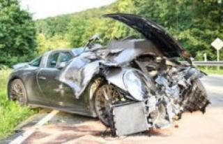 Happurg (Nuremberg, Germany): Porsche driver overlooks...