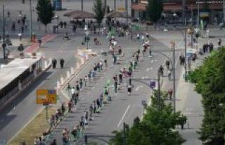 Indivisible-Demo in Berlin: protesters-kilometre-long...