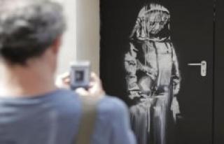 Missing Banksy-door from terrorist-concert hall Bataclan...