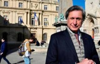 Municipal Arles : Patrick de Carolis boasts rupture...
