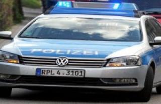 Police headquarters Frankfurt am Main: With axe on...