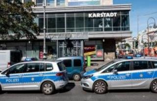 Alarm in Berlin Karstadt: Four Unknown Bank branch...