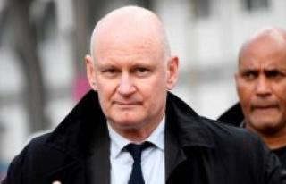 Case Matzneff : Christophe Girard leaves his post...
