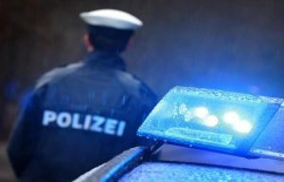 Elmshorn: man throws knives at police officers: arrest...