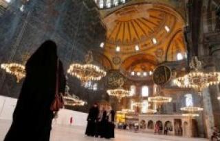Hagia Sophia: The Museum closes, the mosque is open