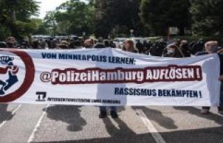 Hamburg: G20-riot on Elbchaussee: Demonstration against...