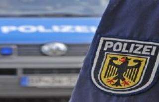 Hessian riot police Bureau: Chartered motor yacht...