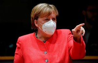 New summit-Details: Shortly before midnight Merkel...