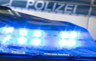 The police headquarters of Neubrandenburg: car drives...