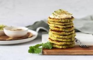 Vegan recipe: Juicy potato-Zucchini-buffer with Dip