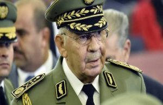Algeria : the private secretary of Gaïd Salah brought...