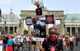 Anti-vaccine, neo-nazis, old hippies..., létonnant...