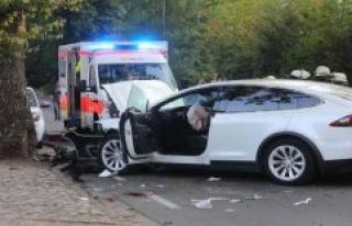 Hamburg: accident in Hamburg: Tesla rebounds against...