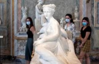 Italy : it damages a sculpture of Pauline Bonaparte...