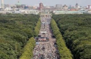 Stuttgart/Berlin: Lucha: Demo against Corona pad is...