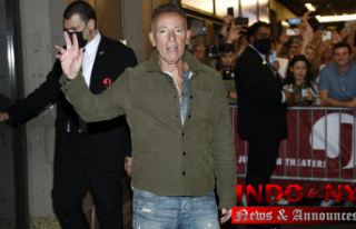 Bruce Springsteen announces the return to Broadway...