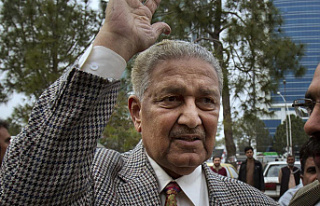 Controversial father of Pakistan nuclear bomb dies...