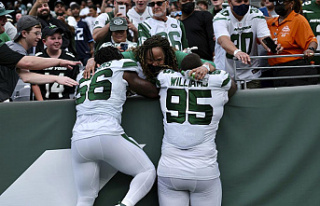 Jets' Williams brothers represent during Crucial...
