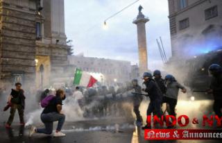 Neo-fascists exploit 'no-vax' rage, posing dilemma...