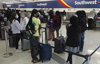 Southwest cancels hundreds more flights; passengers...