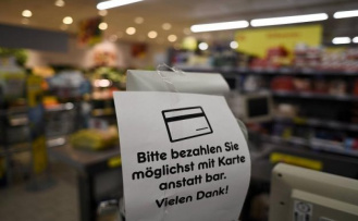 It costs hundreds of euros: Every second Volksbank and savings Bank collects fee for card payment