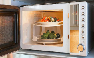 Hot coincidence: the invention of The microwave
