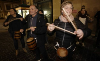 The slow beating of the equality between drums