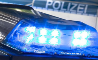 RAID in Berlin Barbershops - police find weapons and lots of cash