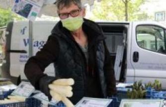 Geretsried: weekly market popular as ever - the asparagus dealer Wagner   Geretsried