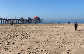 After an oil spillage, California's Surf City USA beach is reopened