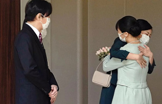 After marrying a non-royal, Japan's Princess Mako will move to New York.