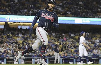 Braves score 4 HRs and beat Dodgers 9-2 to take a 3-1 lead in NLCS