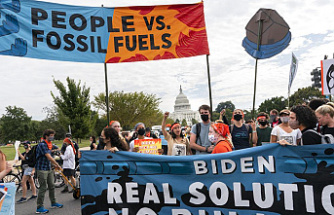 Climate activists continue to protest for a week at Capitol