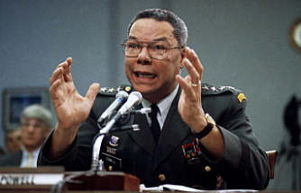 Colin Powell, a trailblazer general stained by Iraq, dies