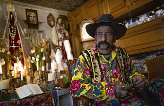 Hungary's 'last' Roma fortuneteller preserves traditions
