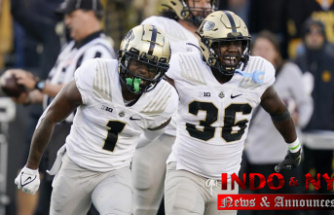 O'Connell, Bell carry Purdue past No. 2 Iowa, 24-7