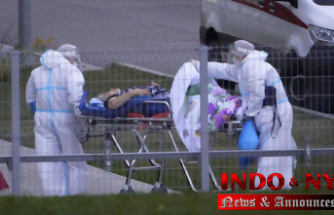Russia's daily COVID-19 deaths top 1,000 for first time